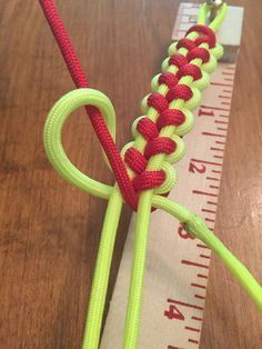 Baseball paracord bracelet (use white instead of yellow) - Solomon Stitch.