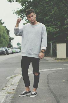 Ripped jeans and sweatshirt #ripped #sweatshirt #hipster #softgrunge #grunge #grungefashion
