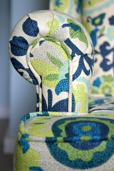 Upholstery Resources - Lots of links for how to reupholster Reupholster Furniture, Furniture Repair, Upholstered Furniture, Furniture Projects, Furniture Makeover, Chair Makeover, Diy Projects, Upcycled Furniture, Diy Furniture