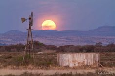 We love the Karoo!... magnificent shot taken by photographer on his Karoo farm....  What a privilege!