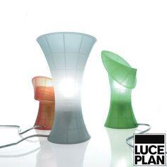 Sie kann gebogen, modeliert und verformt werden. Der Korpus aus Silikon nimmt die gewünschten Formen an. Einfach zu verwenden und aufzustellen.