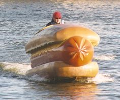 sea hotdog. run, hotdog, run! Float Your Boat, Picture Day, Water Crafts, Hot Dogs, I Laughed, Laughter, Funny Pictures, Random Pictures, Funny Pics