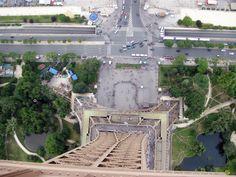 Base jump de la Tour Eiffel