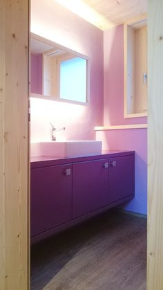 Badezimmer Kinderhaus Innenausbau Davos, Bathroom Lighting, Mirror, Furniture, Home Decor, Kids House, Bathing, Bathroom, Bathroom Light Fittings