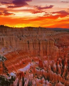 Sunset at Bryce Canyon National Park in southwestern Utah Grand Canyon Sunset, Lily Painting, Best Sunset, Bryce Canyon, Good Vibes, Dusk, Utah, Sunrise, National Parks