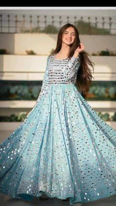 Party Wear Indian Dresses, Designer Party Wear Dresses, Pakistani Dresses Casual, Indian Gowns Dresses, Dress Indian Style, Indian Fashion Dresses, Indian Wedding Outfits, Indian Designer Outfits, Bridal Outfits