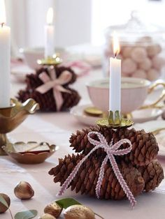 Advent coffee: Table decoration in soft pink- Adventskaffee: Tischdeko in zartem Rosa Advent, Advent, a little light is burning. On the Advent Sundays we gather around the coffee table and there may be the right table decoration - Christmas Pine Cones, Winter Christmas, Christmas Time, Christmas Crafts, Christmas Candle Centerpieces, Christmas Candle Holders, Christmas Decorations, Table Centerpieces, Navidad Diy