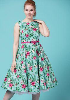 Summer Fern Hepburn, vihreä kukkamekko Miss Windy Shopista: www.misswindyshop.com #kellomekko #kukkamekko #juhlamekko #fiftarimekko