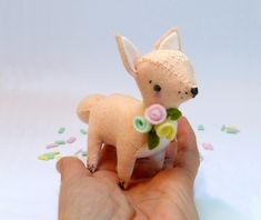 Floral fox- A sewing kit with 100% wool felt in pretty pastels (and everything else required!) to stitch up this charming little woodland friend