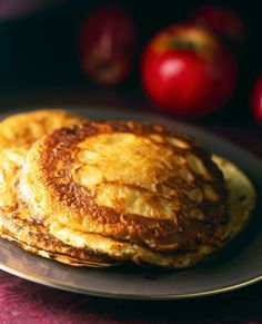 Apfel-Pfannkuchen | http://eatsmarter.de/rezepte/apfel-pfannkuchen-0