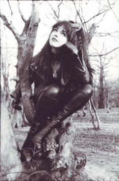 Rose McDowall (born 21 October in Glasgow, Scotland) is a Scottish musician, most notably as a vocalist in the pop/New Wave band Strawberry Switchblade. 80s Goth, Punk Goth, Victorian Goth, Gothic Lolita, Dream Pop, Riot Grrrl, Aesthetic People, New Romantics, The New Wave