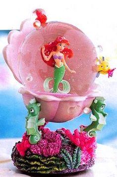 Disney Little Mermaid clamshell Snowglobe