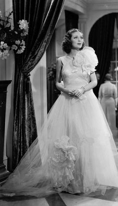 Lover of old hollywood and anything vintage. Old Hollywood Glamour, Vintage Glamour, Vintage Hollywood, Vintage Beauty, Classic Hollywood, Hollywood Fashion, Loretta Young, Divas, Bishop Wife