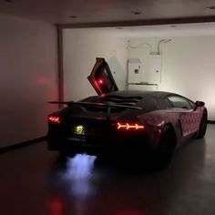 Sound ON ⚫ makin some noise in his Lamborghini Aventador SV! Lamborghini Aventador, Sports Cars Lamborghini, Fancy Cars, Cool Cars, Flipagram Video, R35 Gtr, New Luxury Cars, Car Sounds, Tuner Cars