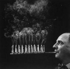 Photos de fume-cigarettes étranges inventés en 1954 par Robert Stern.