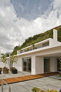 Mountain House / Agraz Arquitectos
