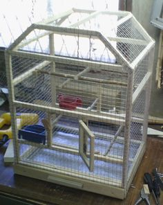 ideas for big bird cage decor ideas Diy Parakeet Cage, Big Bird Cage, Bird Cage Design, Antique Bird Cages, Concrete Bird Bath, Black And White Birds, Bird Houses Painted, Diy Bird Feeder, Parrot Toys