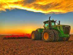 Old John Deere Tractors, Big Tractors, Vintage Tractors, Tractor Pictures, Farm Pictures, Farm Jokes, John Deere Equipment, Heavy Equipment, New Tractor