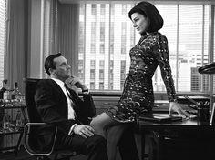 "Jon Hamm y Maggie Siff en ""Mad Men"" (2007)."