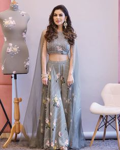 25 Latest Navratri Special Chaniya Cholis and Ghaghra Cholis Design Collection with Pictures 2019 - Buy lehenga choli online Indian Wedding Gowns, Party Wear Indian Dresses, Designer Party Wear Dresses, Party Wear Lehenga, Indian Gowns Dresses, Indian Bridal Outfits, Dress Indian Style, Indian Fashion Dresses, Indian Designer Outfits