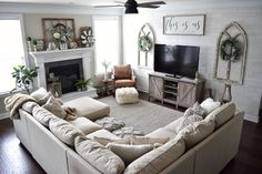 Are you searching for ideas for farmhouse living room? Browse around this website for very best farmhouse living room ideas. This kind of farmhouse living room ideas seems to be totally amazing. Cozy Living Rooms, My Living Room, Interior Design Living Room, Home And Living, Living Room Designs, Tiny Living, Apartment Living, How To Decorate Small Living Room, Living Room With Carpet