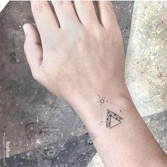 Para alguns, a tatuagem é mera estética. Para outros, puro ritual. Para Verônica Alves, são como amuletos. Conheça sua arte e o estúdio Houhou Tattoo.