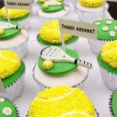 Cupcakes lindos para crianças que adoram jogar tênis! Por @celebrationsbyalysia  #kikidsparty