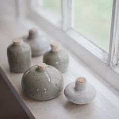 Keramikflaschen Charming handmade miniature ceramic bottles How To Choose A Curio Cabinet Curio cabi Ceramic Boxes, Ceramic Clay, Ceramic Pottery, Modern Ceramics, Ceramics Ideas, Paperclay, Cold Porcelain, Handmade Pottery, Shapes