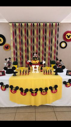 Tips and Trick on Birthday Party Ideas Mickey 1st Birthdays, Mickey Mouse First Birthday, Mickey Mouse Clubhouse Birthday Party, 2nd Birthday, Mickey Mouse Birthday Decorations, Theme Mickey, Mickey Mouse Parties, Festa Mickey Baby, Fiesta Mickey Mouse