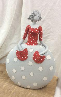 Paper Mache Sculpture, Sculptures Céramiques, Pottery Sculpture, Ceramic Figures, Ceramic Art, Chicken Crafts, Ceramic Workshop, Pumpkin Art, Hand Built Pottery