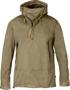 Anorak No. 9 - Anorak robuste pour les randonnées à skis lorsque les températures ne sont pas très basses. Fabriqué en G-1000 Eco, avec une capuche tempête réglable, de nombreuses ouvertures de ventilation et une poche kangourou.