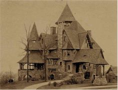 Victorian Abandoned Old Buildings. left alone to die Abandoned Buildings, Old Abandoned Houses, Abandoned Castles, Old Buildings, Abandoned Places, Old Houses, Spooky Places, Haunted Places, Real Haunted Houses
