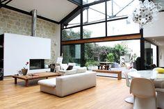 Loft con soffitto a lucernario e di alta