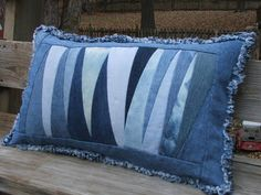 Denim patchwork throw pillow sham WITH pillow form included. Neat pattern created using triangle scraps from recycled denim jeans. Denim Furniture, Artisanats Denim, Denim Scraps, Homemade Pillows, Cushion Cover Pattern, Denim Noir, Memory Pillows, Denim Ideas, Creation Couture