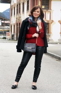 http://www.ladyofstyle.com/2014/12/casual-black-leather-plaid-scarf.html