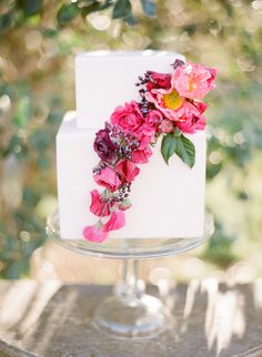 Cake By MCakes Sweets Florals by Amy Osaba Photography by KT Merry Flutter Magazine #6