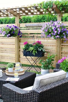 I love all of the decorating ideas on this pretty summer backyard patio. Tips and tricks to get the most out of your backyard space. Patio Furniture Makeover, Patio Makeover, Hanging Flower Baskets, Flower Planters, Outdoor Planters, Outdoor Decor, Patio Decorating Ideas On A Budget, Budget Patio, Outdoor Retreat