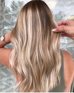 The best balayage trends 2018 and 2019 The best hair trends for . - The best balayage trends in 2018 and 2019 The best hair trends for balayage hair. Blonde Hair Looks, Brown Blonde Hair, Sandy Blonde Hair, Blondish Brown Hair, Balyage Long Hair, Blonde Honey, Dark Blonde Hair Color, Medium Blonde, Ombre Hair Color