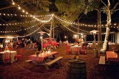 Como fiesta de pueblo se tratara las románticas y divertidas bodas tipo verben