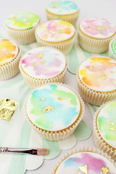 Gold Gilded Watercolor Cupcakes from Layer Cake Shop! Pastel Cupcakes, Pretty Cupcakes, Beautiful Cupcakes, Yummy Cupcakes, Art Cupcakes, Cupcakes Design, Cabbage Patch Kids, Cupcake Recipes, Cupcake Cakes