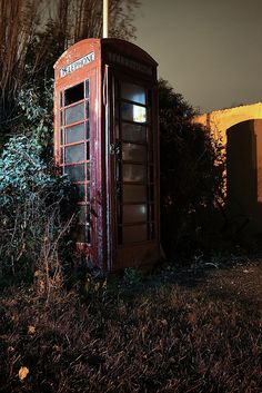 Derelict Telephone Box }-> repinned by www.BlickeDeeler.de