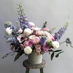 to have fresh bouquets like this on my kitchen counter ALL the time is a dream of mine. Beautiful Flower Arrangements, Silk Flowers, Floral Arrangements, Beautiful Flowers, Belle Plante, Indoor Flowers, Mothers Day Flowers, Flower Boxes, Flower Decorations