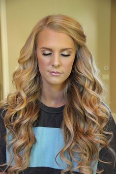 Big, bouncy curls & a dirty blonde hair colour and love the fresh makeup look