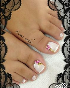 Super Cute Ideas for Summer Nail Art - Nailschick Cute Toe Nails, Fancy Nails, Pretty Nails, Pretty Pedicures, Pretty Toes, Pedicure Nail Art, Toe Nail Art, Jamberry Pedicure, Hair And Nails
