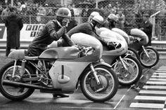 Class line up Mv Agusta, Racing Motorcycles, Vintage Bikes, Road Bikes, Road Racing, Vintage Racing, Motorbikes, Pilot, Biking