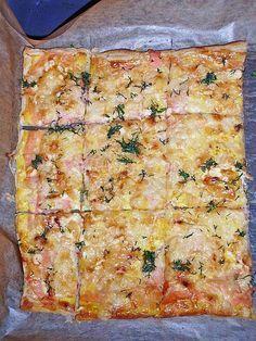 Schwedischer Lachskuchen 'Schwedenpizza' Swedish salmon cake 'Schwedenpizza' (recipe with picture) Pizza Snacks, Party Snacks, Pizza Food, Pizza Hut, New Pizza, Sandwich Recipes, Pizza Recipes, Cooking Recipes, Healthy Recipes
