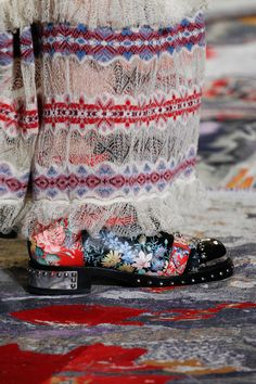 Alexander McQueen Spring 2017 Ready-to-Wear Accessories Photos - Vogue