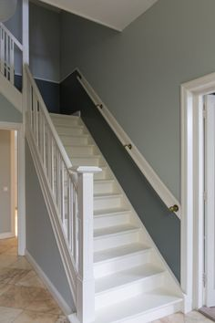 Rendering the Actually Existing Sharing Economy Visible: Home-Grown Food and the Pleasure of Sharing. Decorating Stairway Walls, Staircase Wall Decor, Half Painted Walls, Half Walls, Small Space Stairs, Small Spaces, Traditional Staircase, Hollywood Homes, Moldings And Trim