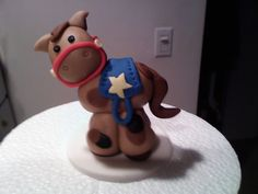 my first fondant horse - Apparently, practice does indeed make you better ( i dont believe in perfection) I was inspired to start making figures again and im thrilled! This little guy is all fondant. He's just waiting forhis own cuppie to ride! Horse Cake Toppers, Fondant Cake Toppers, Fondant Cakes, Cowgirl Cakes, Western Cakes, Fondant Horse, Fondant Animals, 3d Figures, Fondant Figures