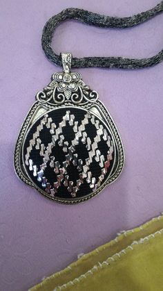 Kolye Bargello, Hand Embroidery, Diy And Crafts, Jewlery, Cross Stitch, Pendant Necklace, Hardanger, Blue Nails, Amigurumi